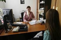Přesuny kompetencí provázejí i fungování úřadů práce. Dnes už se nestarají pouze o uchazeče o zaměstnání.