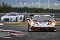 Potřetí za sebou suverénně ovládli jezdci brněnského týmu Mičánek Motorsport automobilový závodní podnik ESET V4 Cup. Tentokrát úřadovali v Mostě.