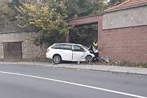 Nárazem do zdi skončila sobotní jízda autem pětačtyřicetiletého muže v brněnské Křižíkově ulici.