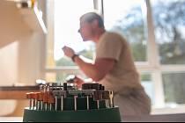 Nejnovějším trikem šmejdů je historka o kontrole plastových oken. Ilustrační foto.