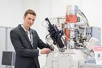 Pouhým okem nerozpoznatelné věci dokáže zobrazit elektronový mikroskop. Jejich výrobce Fei rozšířil v Brně svou pobočku, když ve čtvrtek otevřel nové tréninkové centrum.