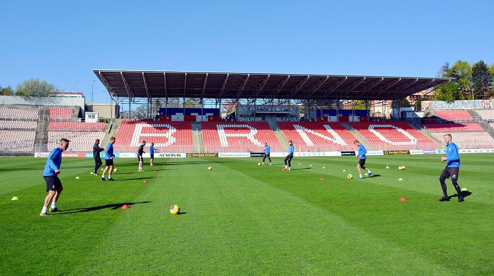 Fotbalisté Zbrojovky se po pauze seznamovali s míčem.