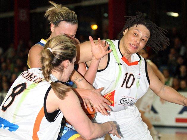 Finále basketbalové ligy žen mezi Gambrinus Brno a USK Praha.