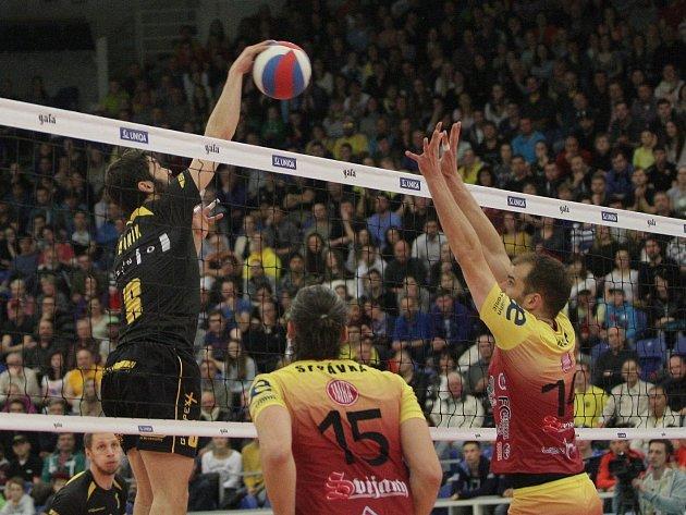 Volejbalisté Brna zvítězili ve třetím utkání finále extraligy nad Duklou Liberec. Doma se pokusí uspět i v šestém zápase série.