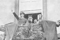 17. březen 1939 - Adolf Hitler zdraví Brno z Nové radnice.