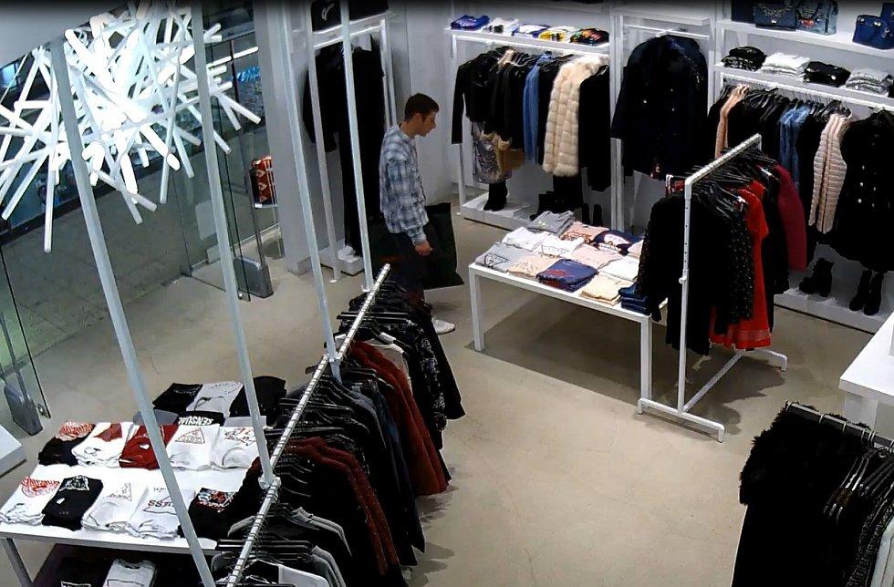 Prodavačka odhalila zloděje. Zboží získala zpět, muž ale uprchl