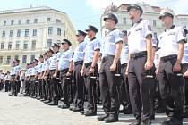 Desítky nových policistů v pátek při Dnu s policií České republiky složily slavnostní slib na brněnském náměstí Svobody.