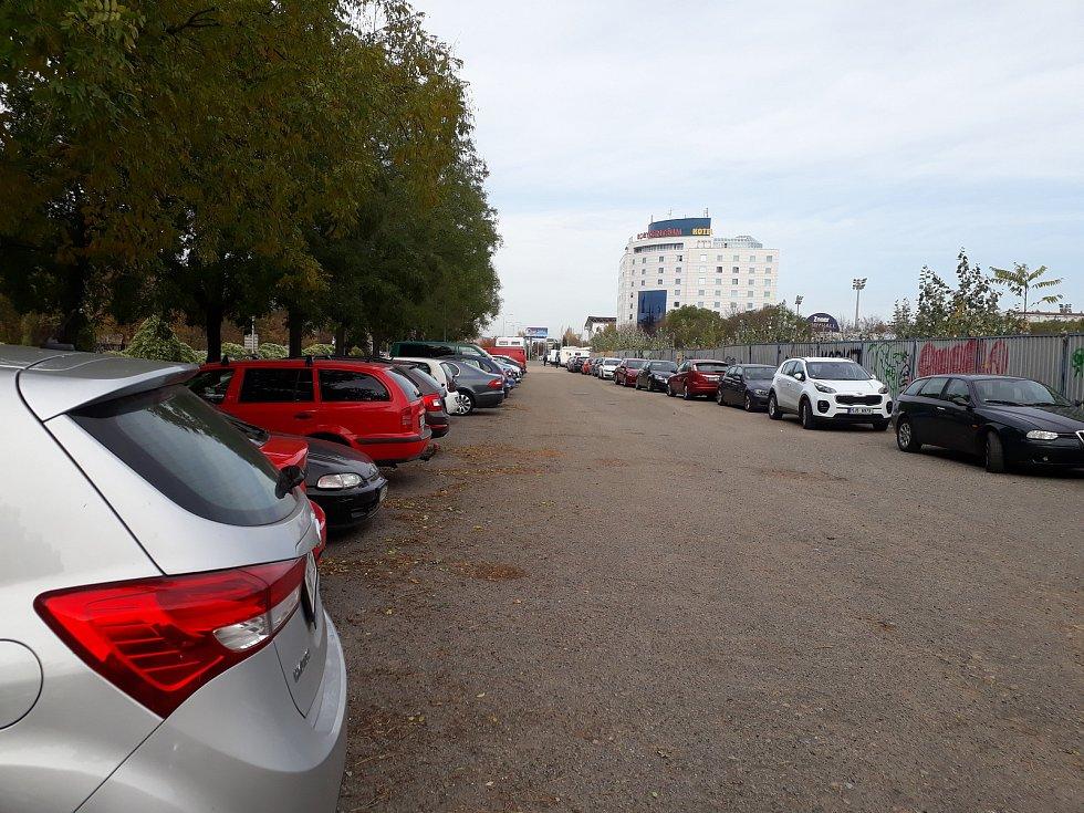Parkování u Boby centra, ilustrační foto.