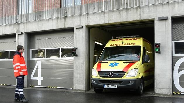 Novoměstská nemocnice má další nové sanitky, zvýší komfort pacientů
