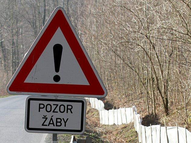 Takovou značku mohou řidiči občas vidět u silnic. Nově je mají nahradit speciální značky se symbolem žáby.