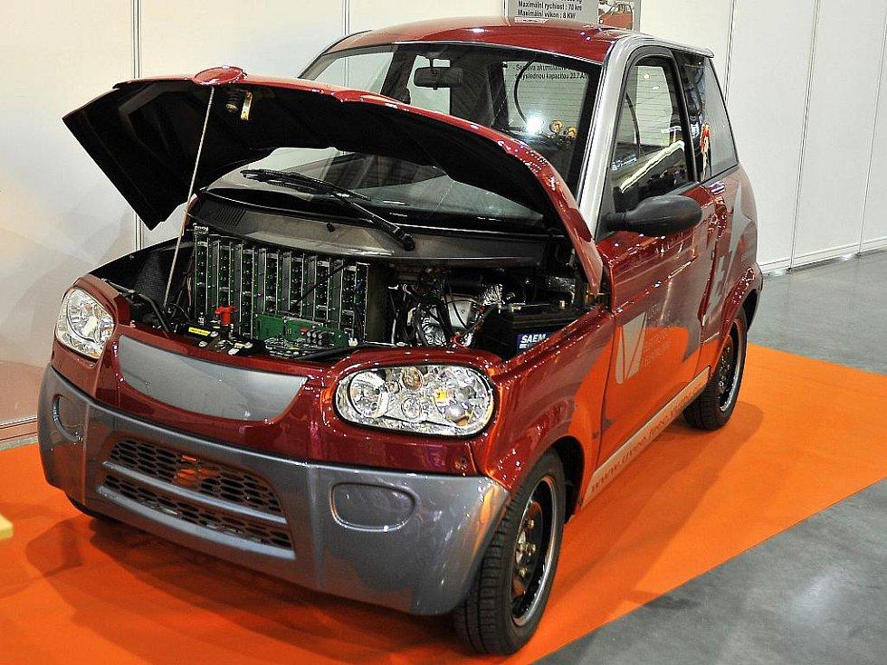 Automobil na hybridní pohon, které vyvíjeli studenti a vědci Fakulty elektroniky a komunikačních technologií.