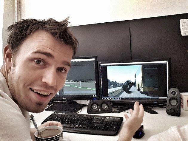 Brňan Michal Orsava baví svými humornými videi diváky na českém internetu.
