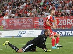 Miloš Kratochvíl dává vyrovnávací branku v utkání domácí Zbrojovky Brno s Baníkem Ostrava. Hosté nakonec zvítězili 3:1.