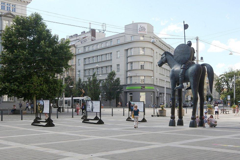 Jezdecká socha Jošta na Moravském náměstí v Brně.