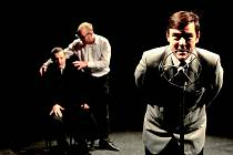 Brněnské divadlo Buranteatr uvedlo hru 39 stupňů na motivy klasického špionážního filmu Alfreda Hitchcocka. V hlavní roli září Míchal Isteník