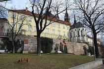 Park Denisovy sady leží ve svahu pod katedrálou svatého Petra a Pavla.