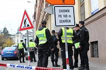 Kvůli nahlášené bombě na střední škole museli policisté uzavřít část Kounicovy a Kotlářské ulice v Brně.