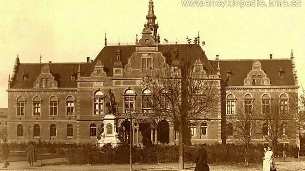 Německý dům (Deutsches Haus) stával v parku na Moravském náměstí v letech 1891–1945.