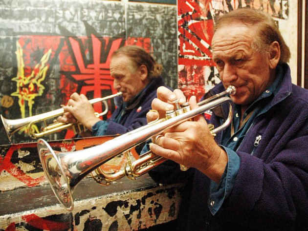 TRUMPETISTA. Laco Deczi vede kapelu Jazz Celula New York.