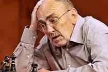 Poslední rolí Ladislava Lakomého byl Walt v konverzační komedii Dobře rozehraná partie. Titul od 11. prosince 2010 uvádí Městské divadlo Brno, režisérem je Stano Slovák.