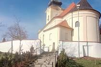 Nová hřbitovní zeď v Troubsku.