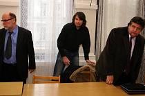Rostislav Kračmar a Aleš Adámek s obhájcem.