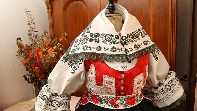 Návštěvníci těšanské Kovárny si mohli prohlédnout šaty, které kdysi Maryša skutečně nosila.