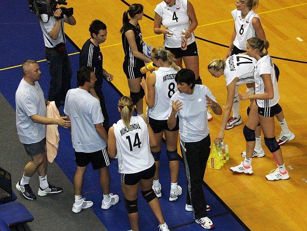 Konec dobrý, všechno dobré. S pořádně zvednutým sebevědomím odjedou české volejbalové reprezentantky na závěrečný kvalifikační turnaj mistrovství světa 2010.