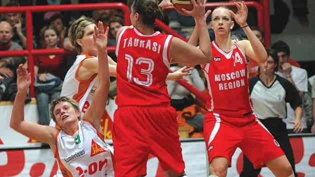 Američance Dianě Taurasiové se proti Brnu střelecky dařilo už v loňské čtvrtfinálové sérii. Včera hvězda Spartaku nasázela basketbalistkám Gambrinusu dokonce 32 bodů.