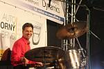 Lidé na Lesné se sešli na Roklefestu. Za bicí usedl starosta.