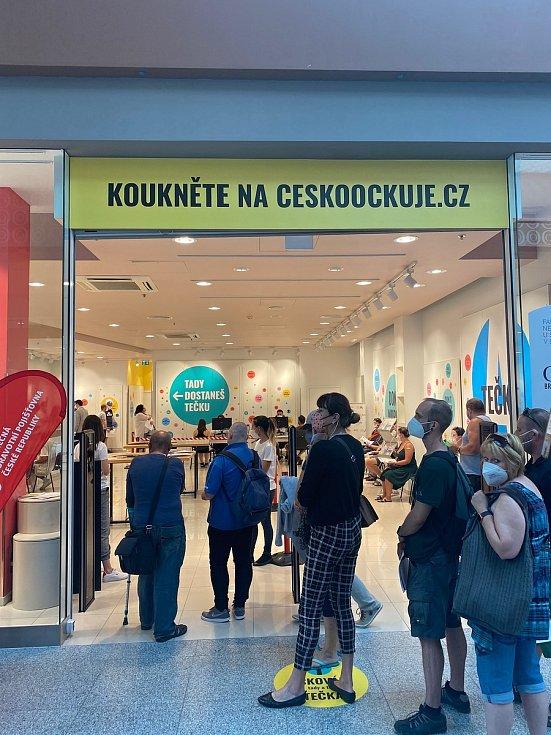 Takto vypadala situace v nově otevřeném očkovacím centru bez registrace v nákupním centru Olympia u Brna.