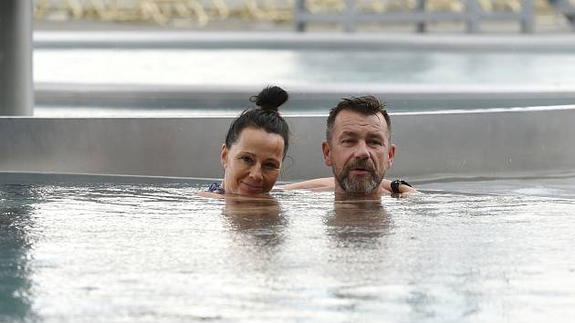 Tobogány bez front, plno místa v bazénu. Aqualand Moravia konečně otevřel