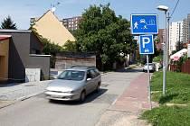 Nebezpečná silnice v ulici Podsedky v brněnských Bohunicích.