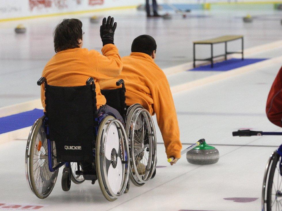 Curling si zahráli i vozíčkáři.