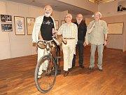 Výstavu v Semilasse včera osobně zahájili i někteří členové Divadla Járy Cimrmana (na snímku zleva Zdeněk Svěrák, Miloň Čepelka, Václav Kotek a Jaroslav Weigel).