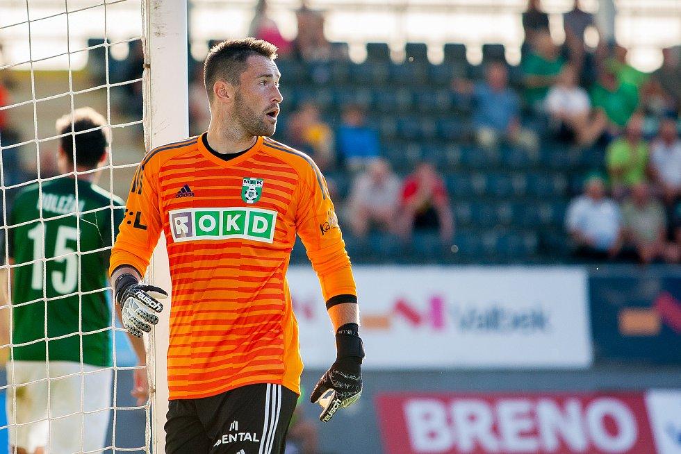 Zápas 4. kola první fotbalové ligy mezi týmy FK Jablonec a MFK Karviná se odehrál 11. srpna na stadionu Střelnice v Jablonci nad Nisou. Na snímku je brankář Martin Berkovec.