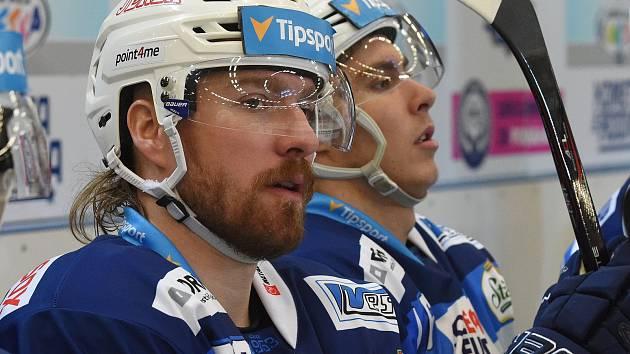 Hokejista Komety Lukáš Kašpar (vlevo).