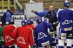 Nový asistent trenéra hokejistů Komety Ladislav Lubina na prvním tréninku.