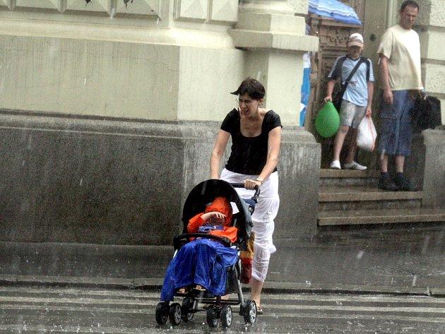 Prudký déšťdnes zasáhl i centrum Brna