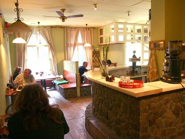 Stylový bar v restauraci Bokem.