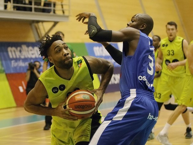 Brněnští basketbalisté v závěru dvacátého kola nejvyšší soutěže mocně dotahovali ostravský náskok, ale také vinou neúspěšných trestných hodů už výsledek nezvrátili a podlehli na domácí palubovce 73:79.