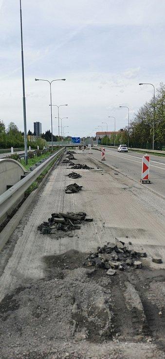 Vyfrézování vozovky u brněnského Královopolského tunelu, následovat bude pokládka takzvaného tichého asfaltu.