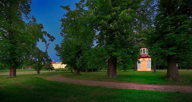 Unikátní altán v zámeckém parku ve Slavkově u Brna.