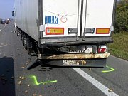 Nehoda se stala v koloně na trase ve směru z Pohořelic do Brna. Do pomalu jedoucího kamionu narazila zezadu dodávka.