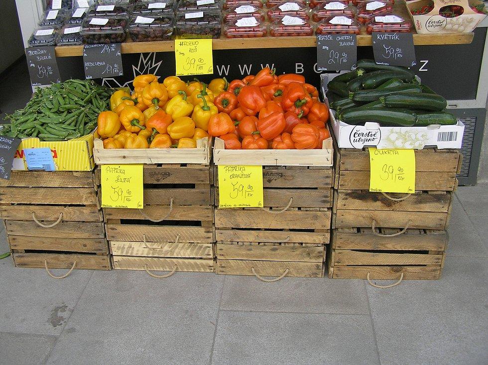 Při koupi paprik a další zeleniny z dovozu musejí zákazníci sáhnout hloub do kapsy. Ilustrační foto:Deník/Štěpánka Saadouni