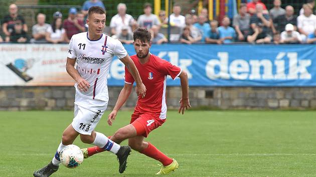 29.8.2020 - domácí SK Líšeň v bílém (Marek Szotkowski) proti FK Blansko (Dominik Šustr)