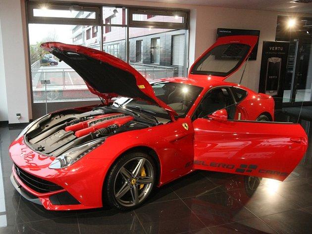 Ferrari F12 Berlinetta je od soboty k dostání také v Brně.