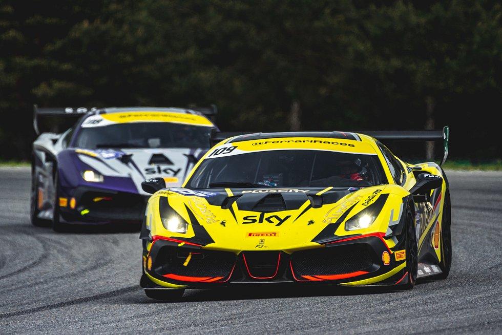 Evropský šampionát Ferrari Challenge na Masarykově okruhu v Brně. 30. května 2021 v Brně.