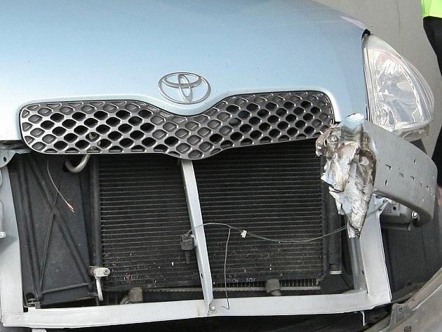 Nabouraná Toyota Yaris.