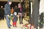 Příbuzní a kolegové uctili památku dvou hasičů, kteří před dvanácti lety zahynuli při požáru tehdejšího kasina u hlavního vlakového nádraží.